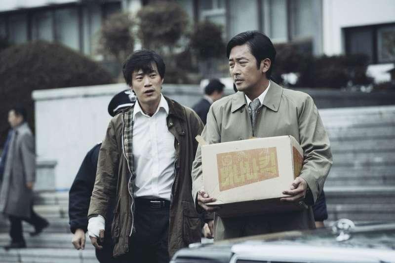 當年這場命案,成了韓國民主轉型的關鍵。(圖/車庫娛樂提供)