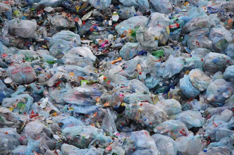 海洋塑膠垃圾。(Pixabay)
