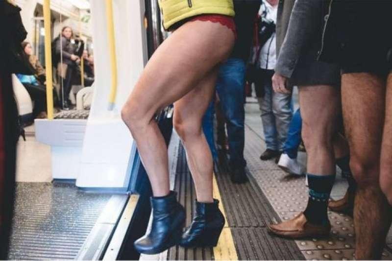 倫敦地鐵上一年一度的快閃活動,已經連續了九年。(BBC中文網)