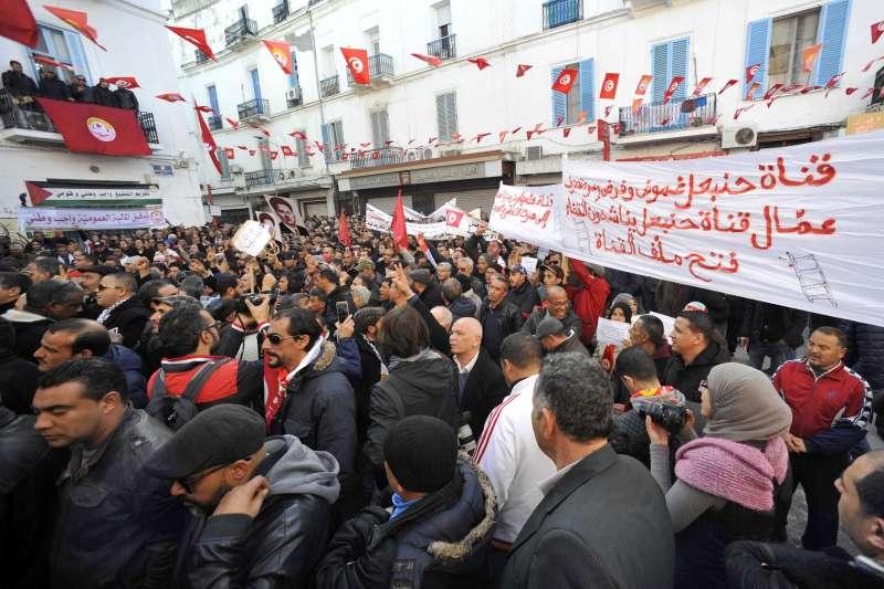 突尼西亞革命7周年,經濟一直沒有好轉,最新撙節措施引發大規模抗議。(美聯社)