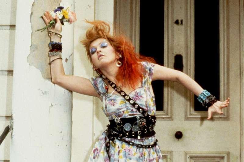 Cyndi Lauper的<Girls Just Want To Have Fun>是80年代名曲,也讓她成為當時青少年反抗文化的偶像。 (圖/slashrelic@twitter)