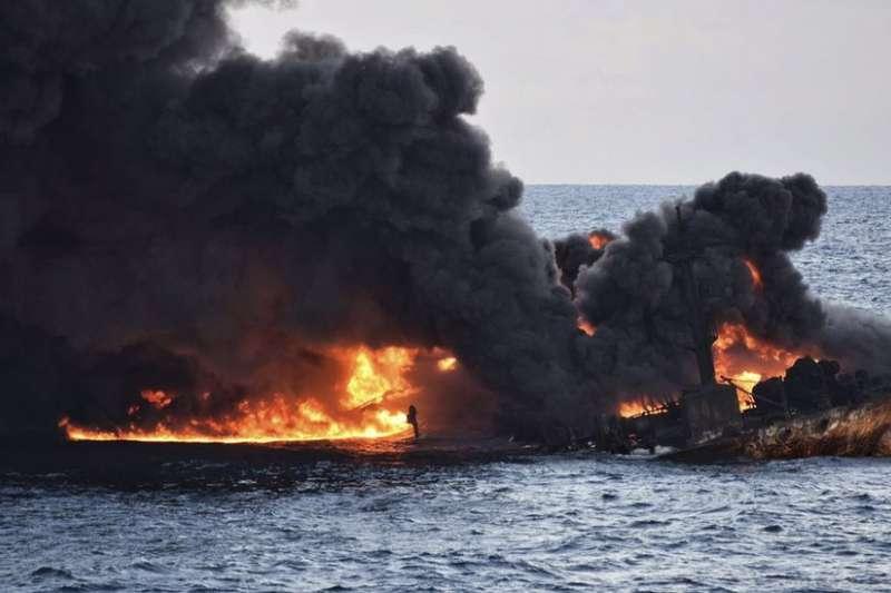 分析認為,桑吉號在凝析油未燃盡時沉沒,令其對生態的影響更加堪憂。(BBC中文網)