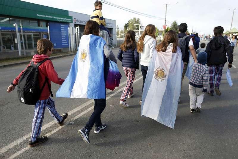 天主教教宗方濟各訪問智利與秘魯,許多阿根廷民眾前往智利首都聖地牙哥,就為見上教宗一面(AP)