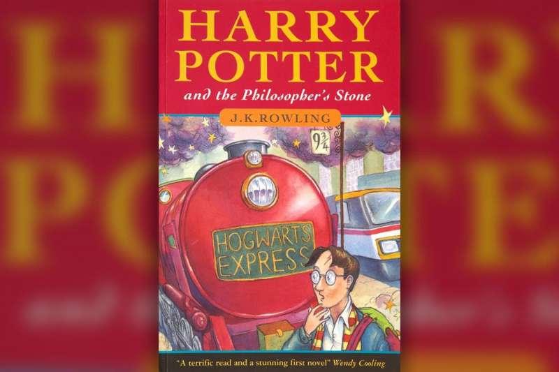 英國作家J.K羅琳開放免費線上資源,包括《哈利波特:神秘的魔法石》免費有聲書,希望讓待在家中的孩子不會感到無聊(AP)