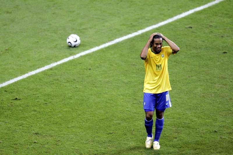 巴西傳奇球星、前世界足球先生小羅納度宣布退休。(美聯社)