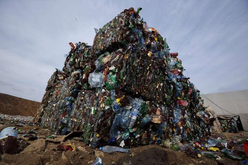 白俄羅斯首都明斯克的塑膠垃圾。(美聯社)