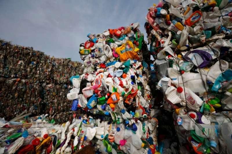 中國大陸拒收「洋垃圾」已經產生蝴蝶效應。圖為白俄羅斯首都明斯克的塑膠垃圾。(美聯社)