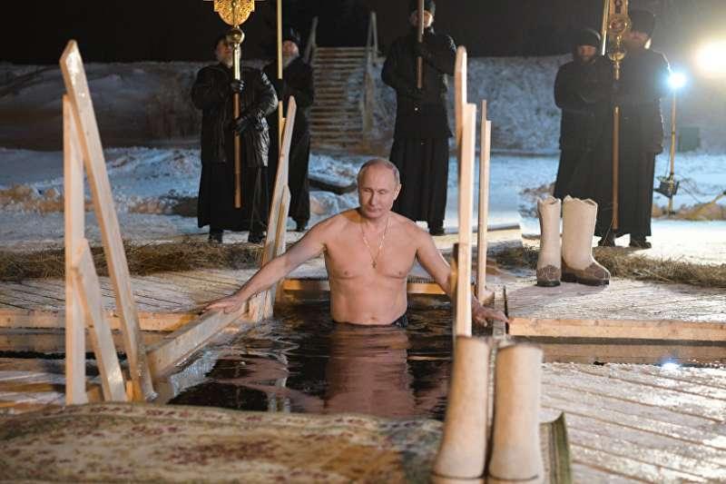 普京參加主顯節沐浴。(Sputnik/ Alexei Druzhinin)