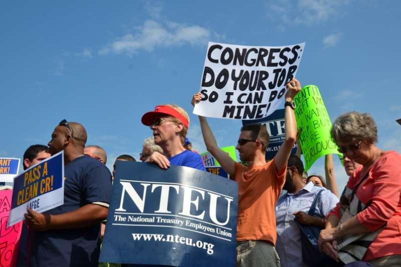 2013年10月美國聯邦政府關閉,引發公務員抗議(Keith Ellison@Wikipedia / CC BY 2.0 )