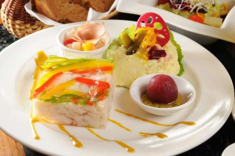 俄羅斯魚凍,是明星咖啡館的招牌菜!(圖/明星咖啡館@facebook)