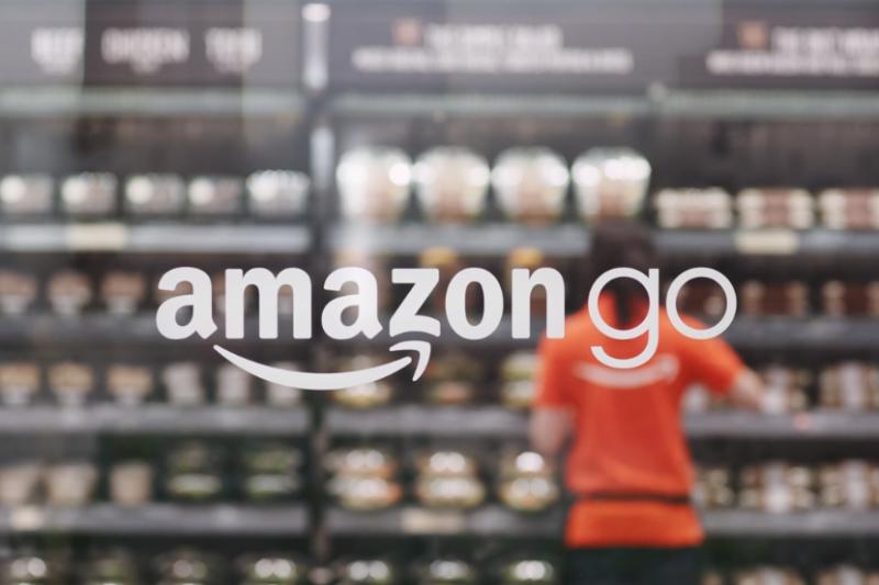 2016年底公布概念的無人便利商店Amazon Go,終於在一年後確定於美國時間1月22日(周一)正式開幕,擁有亞馬遜帳號的消費者,都能到此體驗無收銀員的消費新科技。(圖/翻攝自Amazon Go官網)