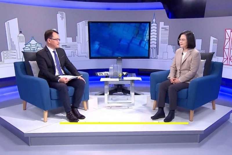 蔡英文總統接受三立電視主持人鄭弘儀訪問。(三立提供)