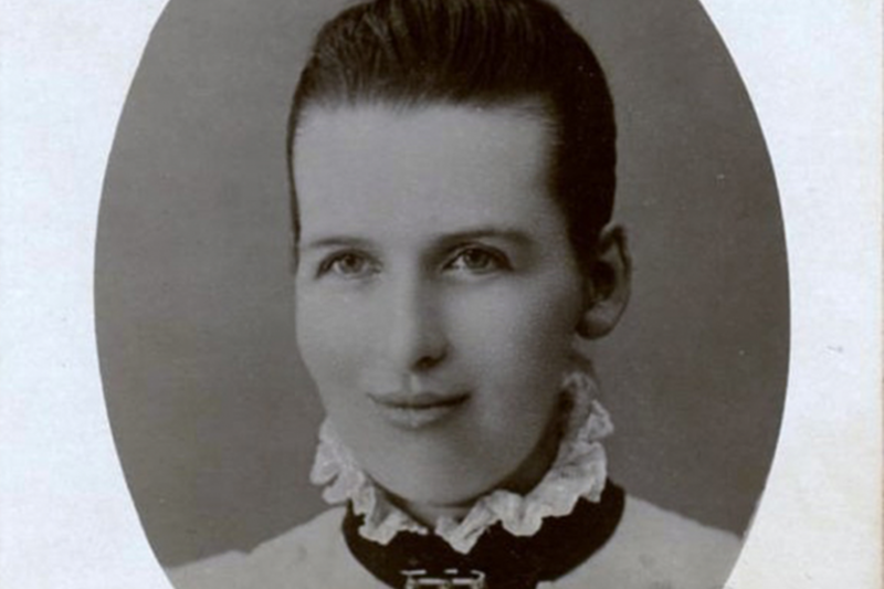 伊利莎白是蘇格蘭第一位獲得「三重醫學學位」的女醫生,也就是她具有「內科」、「外科」和「藥師」三重資格及執業執照。(圖/想想論壇提供)
