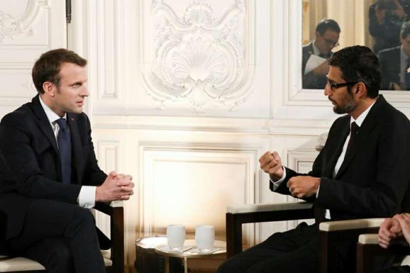 為了讓法國成為能跟中國、美國相抗衡的AI重鎮,總統馬克宏(Emmanuel Macron)動作相當積極,在與Google、Facebook高層會面後,科技巨頭紛紛宣布最新投資法國的消息,到底法國有何魅力?(圖/取自twitter)
