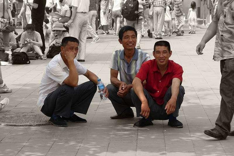 近來,國外不少社交網站中,許多西方人都在討論「亞洲蹲」。(圖/安可人生)