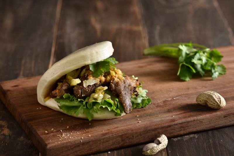 在地人推薦的銅板美食,不吃上一回怎麼對得起自己!(圖/盛橋刈包@facebook)