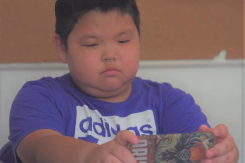 近年台灣學童肥胖的問題越來越嚴重,各位家長務必關心孩子的飲食狀況,醫師更警告:若看到孩子身上這4個部位黑黑的,可能是前期糖尿病。(示意圖,非當事人/取自youtube)