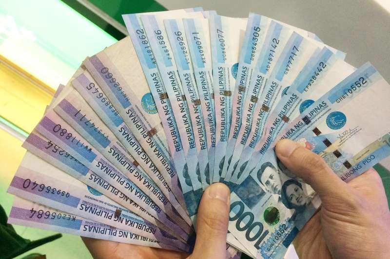 許多菲律賓移工來台灣,還沒開始工作就揹一屁股債。(圖/pixabay)