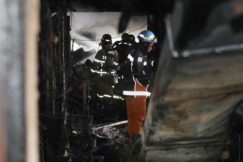 南韓慶尚南道密陽市一間療養醫院26日清晨7時許傳出火災,造成數十人死亡的慘劇(AP)