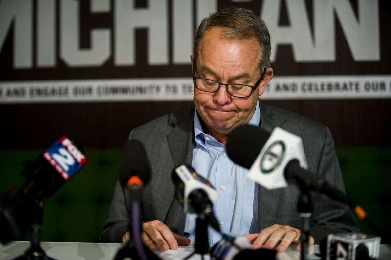 美國體操界「色魔隊醫」納薩爾性侵醜聞撼動全國,密西根州立大學體育總監霍利斯(Mark Hollis)辭職(AP)