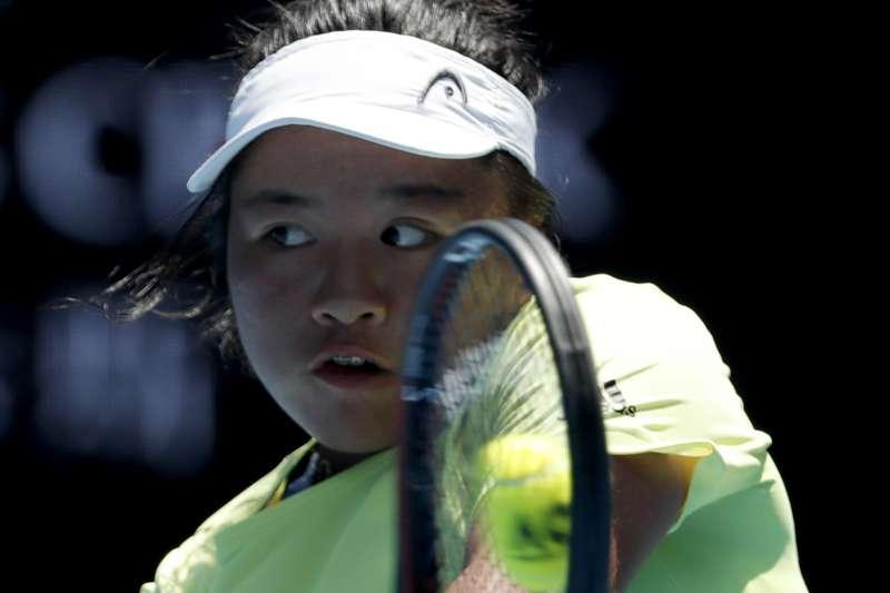 台灣小將梁恩碩在亞運女單無緣爭金,但獲得一面網球銅牌。(美聯社)