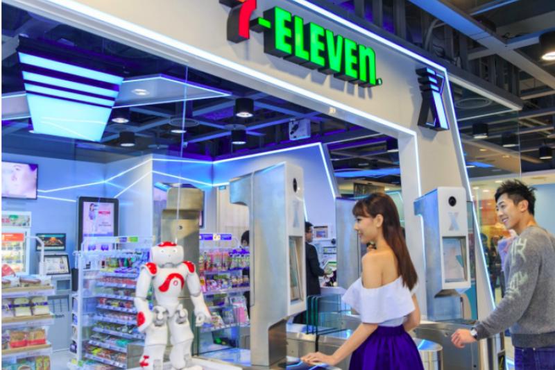 臉部辨識、自助結帳,還有迎賓機器人,7-11的無人店X-STORE一發表便引起廣大注目,只是在酷炫、好玩之外,這真的可以為7-11在新零售時代走出不一樣的路嗎?(圖/取自 7-ELEVEN )
