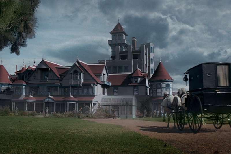 電影中重現的溫徹斯特豪宅。(取自imdb)