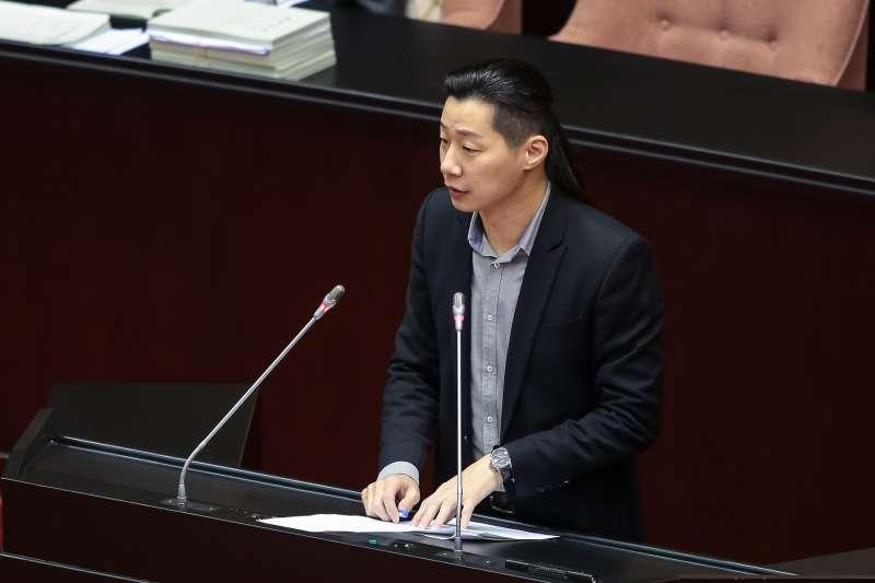 20180130-時代力量立委林昶佐30日於院會臨時會,審查教育委員會預算時發言。(顏麟宇攝)