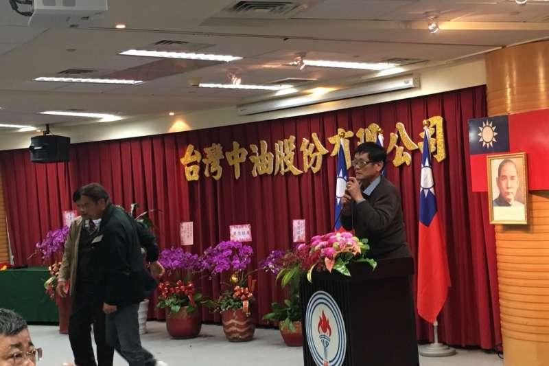 20180131-勞工董事孫志偉(右)上台抗議。(尹俞歡攝)