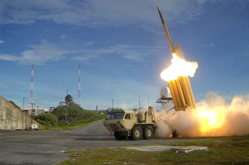 美國國防部提供的圖片顯示,薩德反飛彈系統發射攔截彈,成功試射(資料照)。「薩德」(THAAD)是「末端高空區域防禦系統」的英語簡稱的譯音。