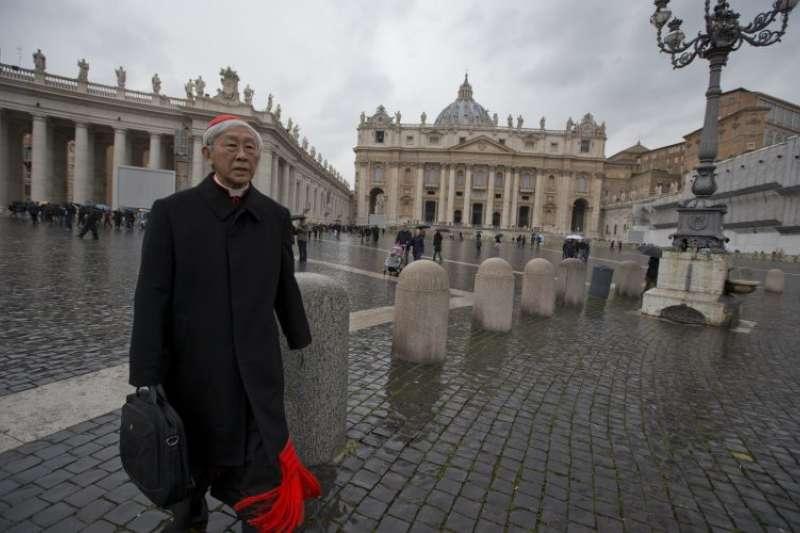 香港榮休主教陳日君前往梵蒂岡。(美聯社)