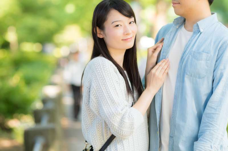 結婚三年以上,處於婚姻狀態的時間愈長,男性的工資愈高。(示意圖/Yamasha@pakutaso)