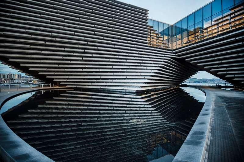 隈研吾設計的V&A博物館鄧迪分館將落腳蘇格蘭,亮眼設計與當地風景共融,堪稱2018最期待的新建築之一! (圖/取自Designboom,瘋設計提供)