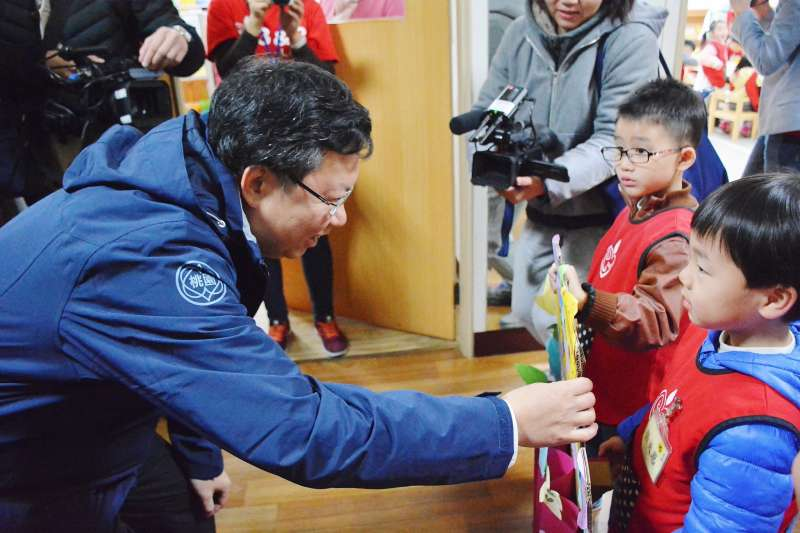 鄭文燦表示,市府會持續擴大設立公立及非營利幼兒園,推動幼教扎根計畫,降低家長負擔。(圖/桃園市政府提供)