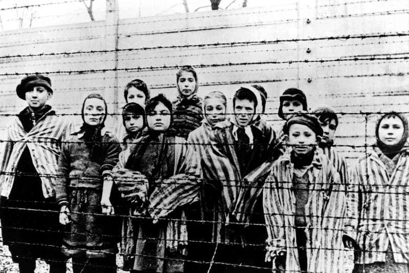 二戰期間被關在奧斯威辛集中營的猶太小孩(AP)