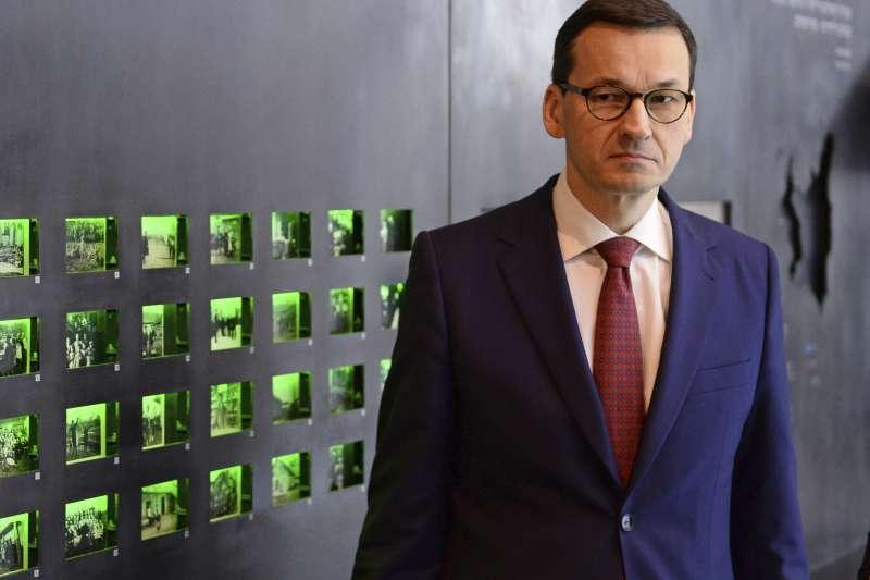 波蘭總理莫拉維茨奇強調,新法規不限制討論大屠殺歷史,並稱波蘭人與猶太人一樣是受害者(AP)