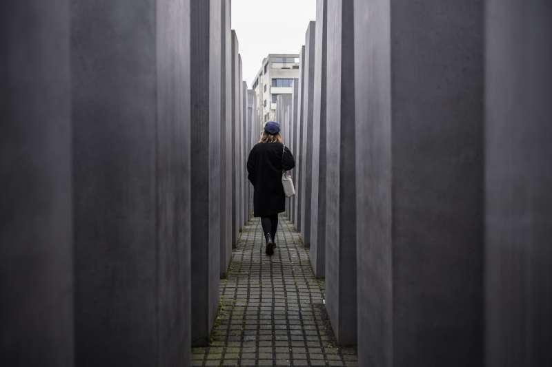 德國副總理兼外長加布里爾稱,毫無疑問地,德國是要為大屠殺和集中營負責的國家,圖為位於柏林的大屠殺紀念碑(AP)