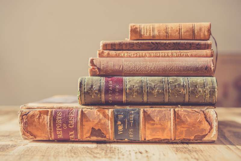 造紙術的普及,是人類知識傳播大爆發的必要因素。《紙的大歷史》(圖/Chris Lawton @Unsplash)