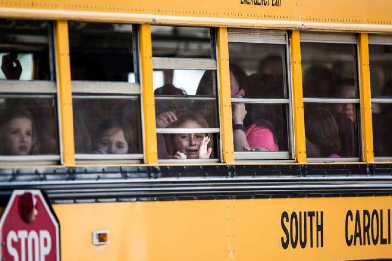 美國南卡羅來納州湯維爾小學槍擊事件已過2年,看著好友被槍殺的小女孩艾娃寫信給川普,希望他讓小孩遠離槍枝傷害(AP)