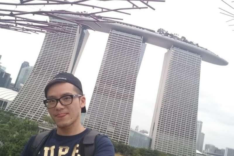 現在新加坡工作的凃冠葦