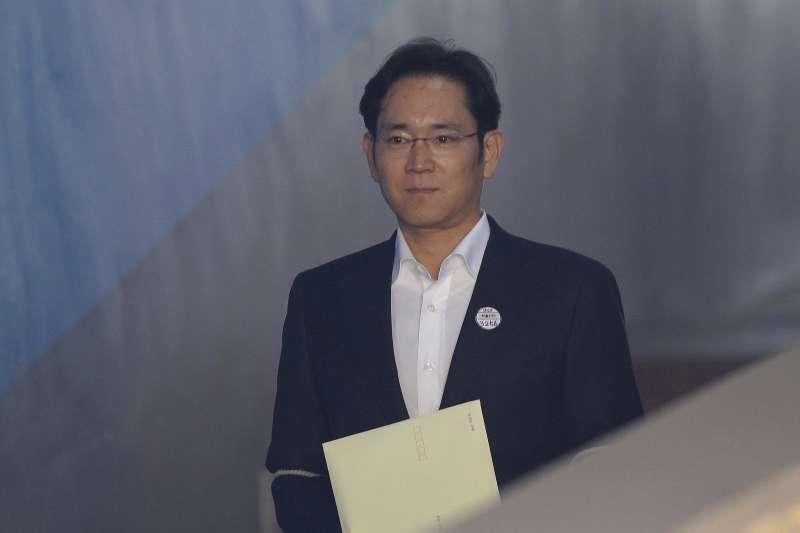 2018年2月5日,南韓三星電子副會長李在鎔因行賄案遭判處有期徒刑2年半、緩刑4年。李在鎔當庭獲釋。(AP)