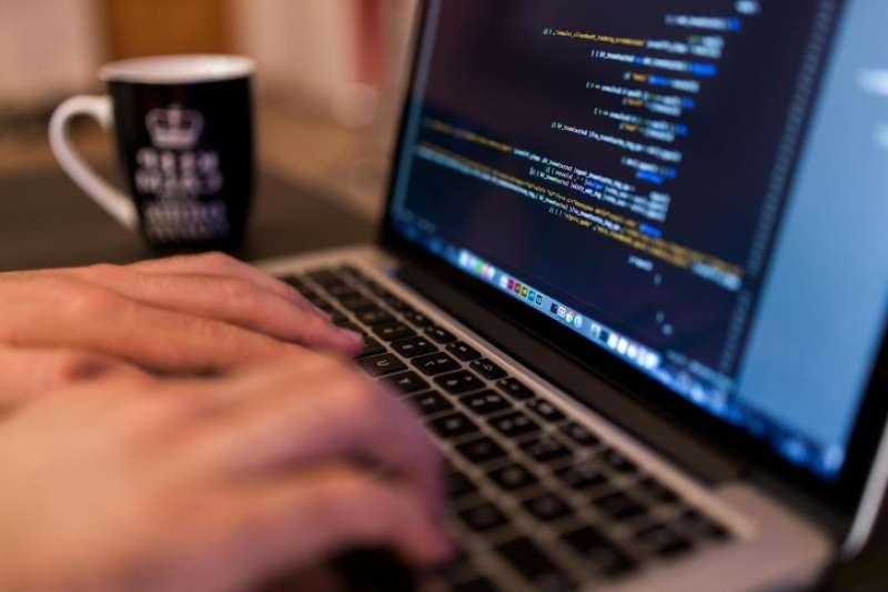 從職缺統計數據來看,寫程式是新時代的最熱門的技能之一!(圖/pixnio)
