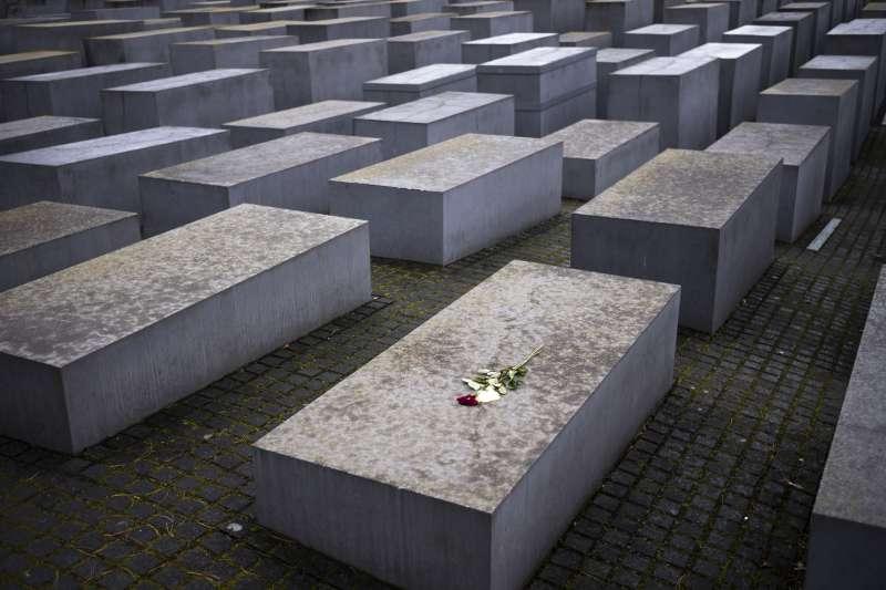 德國柏林的歐洲被害猶太人紀念碑。(美聯社)