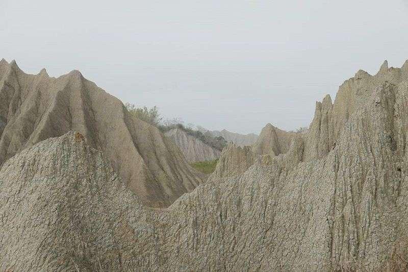 龍崎擁有世界級的月世界地形,卻要拿來做掩埋場?(黃煥彰提供)