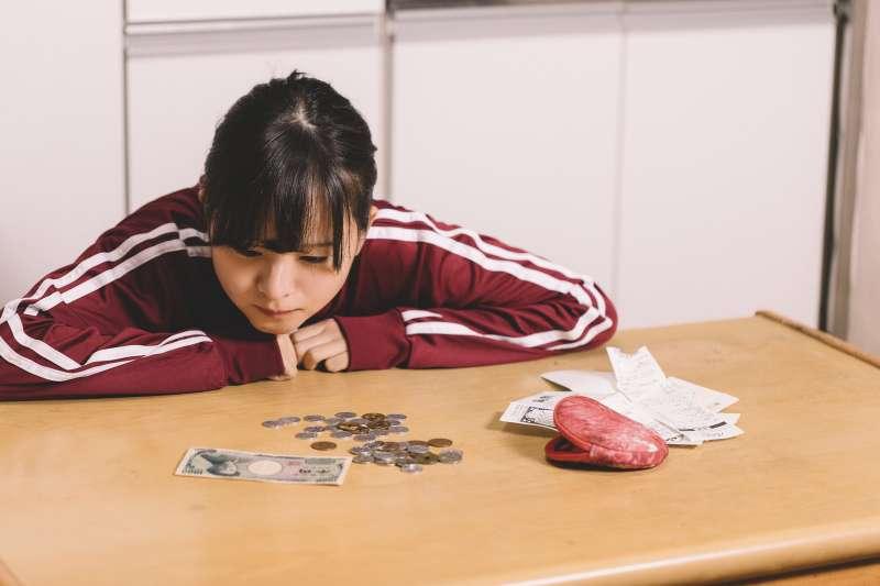 本多式預扣四分之一存錢法,教你如何從月光族變成儲蓄一族。(示意圖/すしぱく@pakutaso)