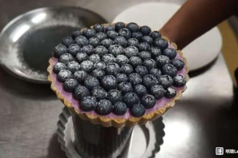 有了它,過年聚餐時受大家注目的焦點!超簡單零失敗免烤藍莓乳酪塔!