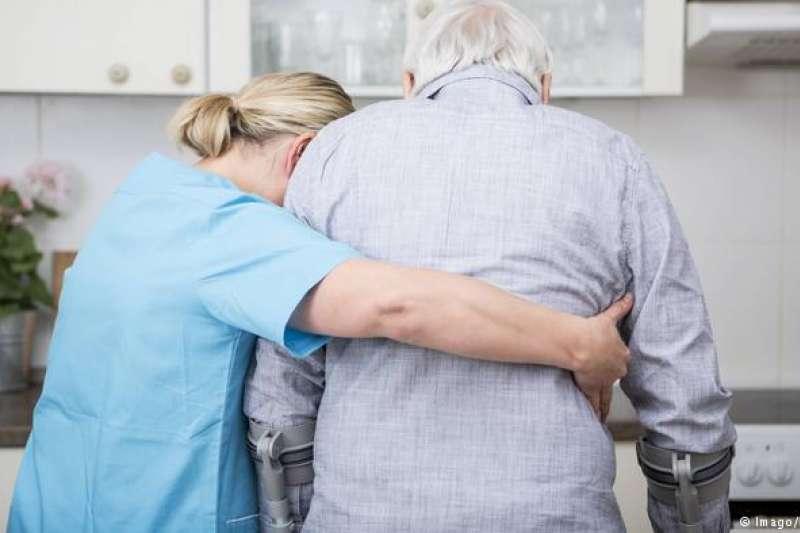 德國的護理、老年照護相關人才奇缺。(德國之聲)