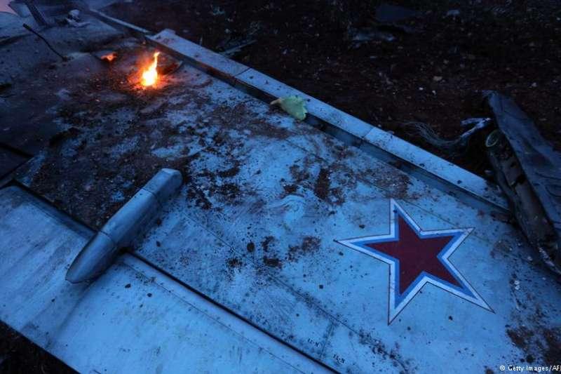 被擊落的蘇-25戰鬥機殘骸。(德國之聲)