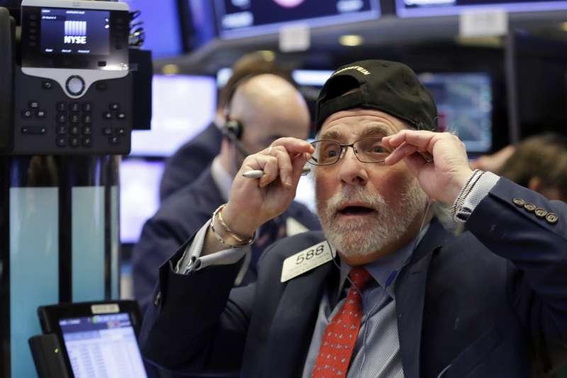 根據「巴菲特指標」,目前的美國股市確實是被嚴重高估了,但我們需要為此感到憂心嗎?(美聯社)