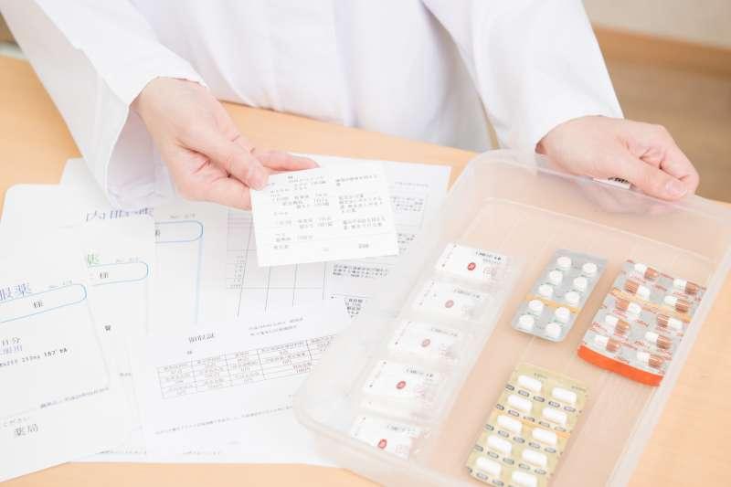 消炎藥這名詞讓患者知道藥物作用在「消炎」 ,不會因為聽到類固醇、抗生素或止痛藥而畏懼副作用。(示意圖/photoAC)